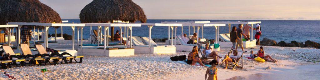 Heerlijk avondje op het strand van Curacao